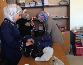 Helping internal displaced people in Aleppo - projects/helping_internal_displaced_people_in_aleppo/trip_march_2014_(109).jpg